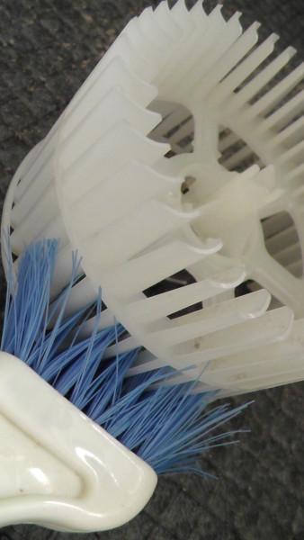 FY-17CD7Vの羽根についたホコリを取り除く