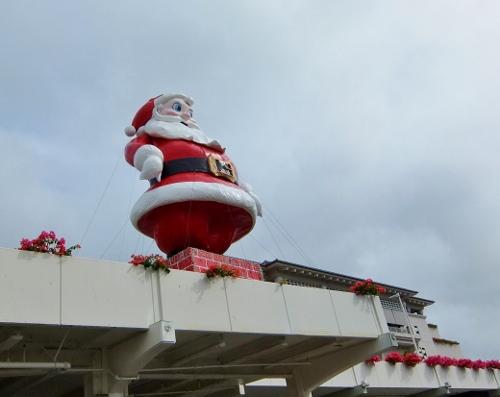 アラモアナ 巨大 サンタクロース ハワイ