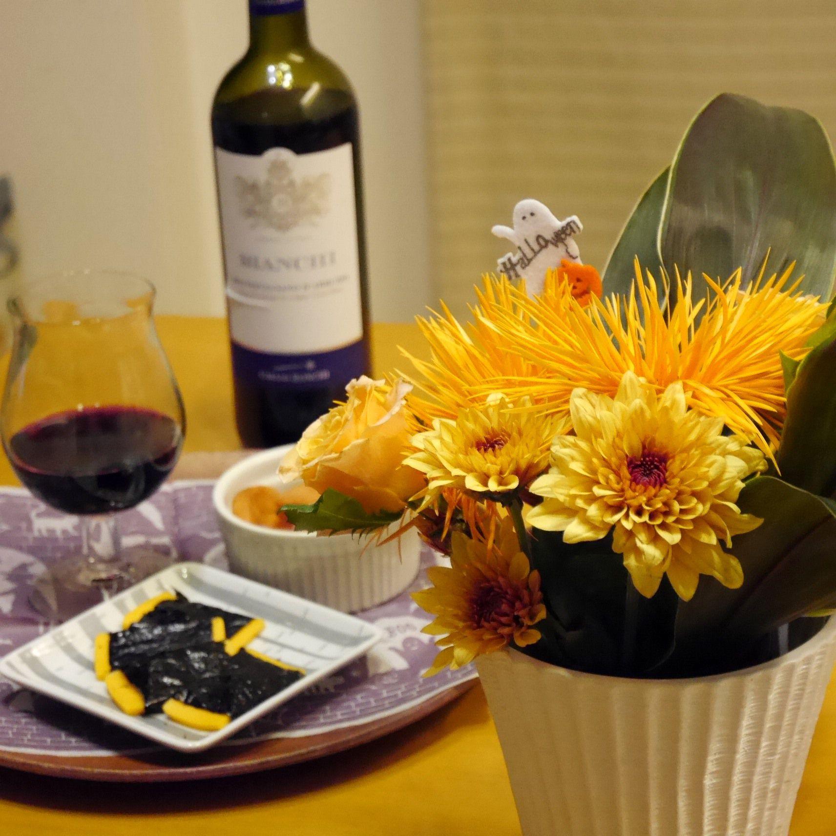 花と料理でハロウィン_アレンジと食卓