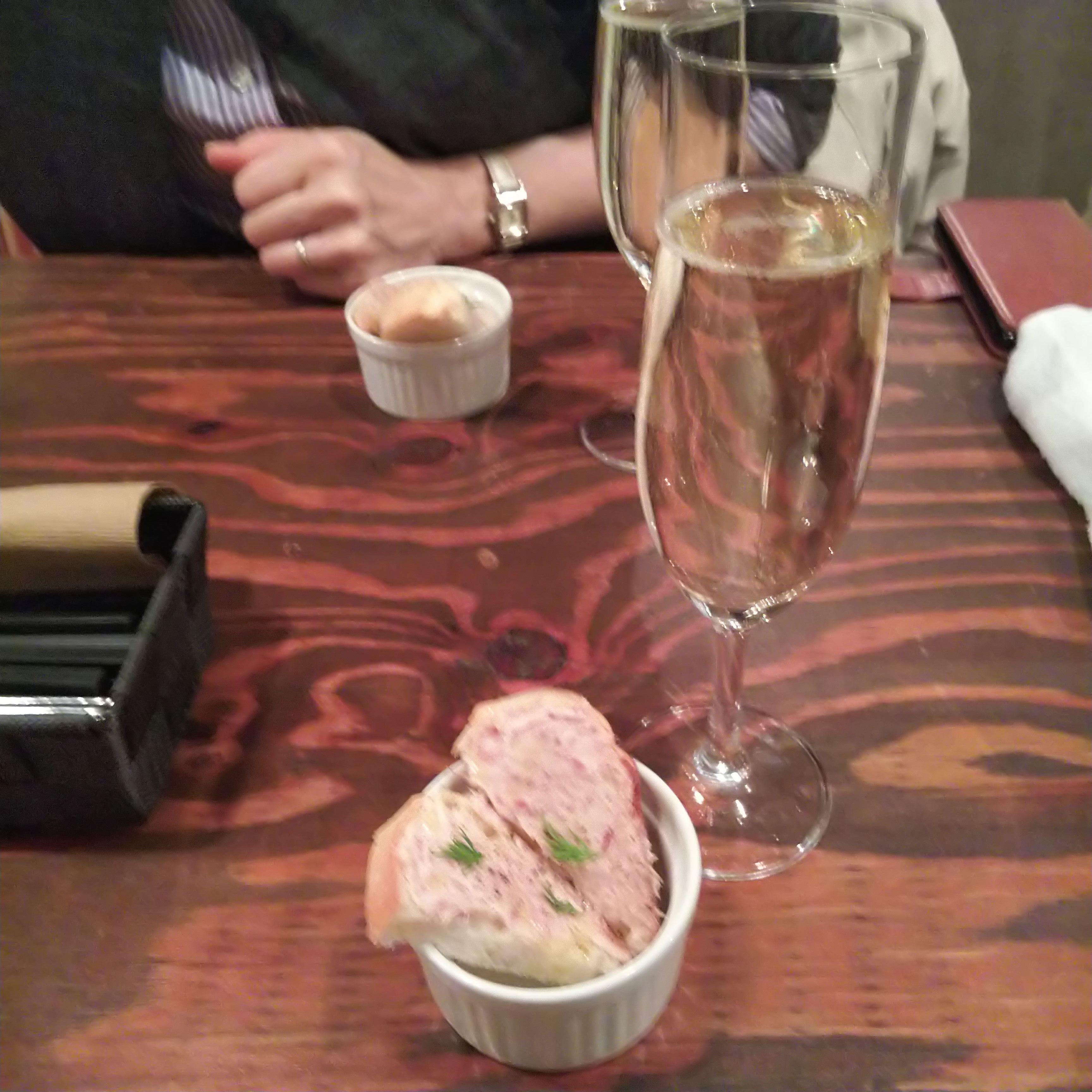 スパークリングワイン&お通しサーモンのリエット