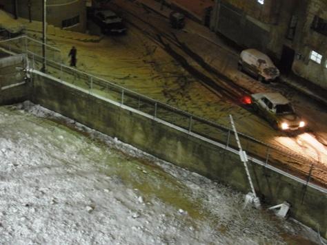 積雪2、3センチほどで車は立ち往生