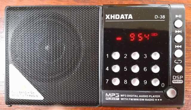 TBSラジオを受信中のD-38