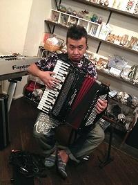 120901eh_kamata_accordion.jpg