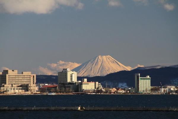 諏訪湖と富士山 望遠レンズ使用