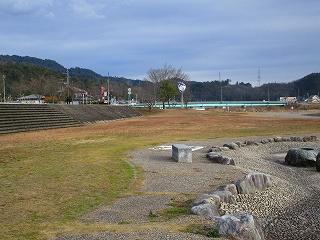 8宝見橋水辺公園.jpg