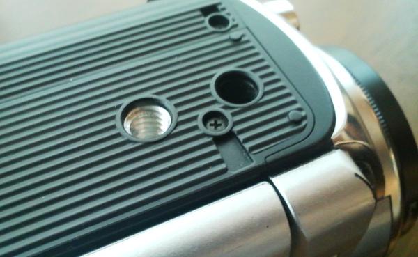 ビデオカメラの底面