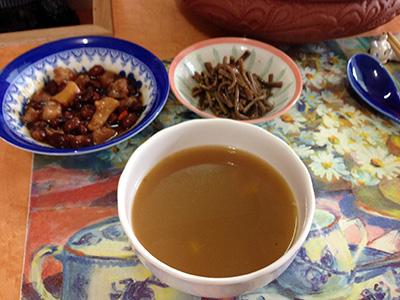 前菜と薬膳スープ