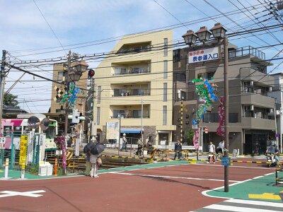 鬼子母神前駅2013年5月