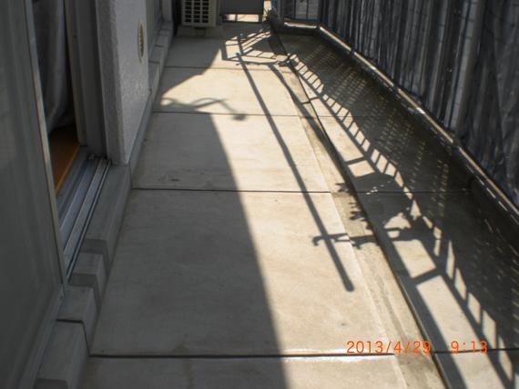 リアル人工芝、マンションのベランダに施工しました。