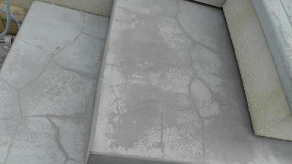 勝手口階段のコンクリートにできた亀裂を補修