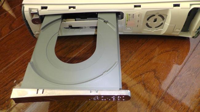 とりあえず開いたディスクトレイ