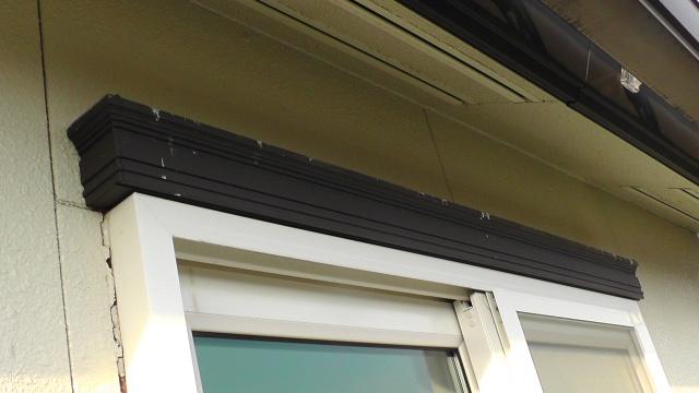 ベランダ掃き出し窓のデザインモールに鳥フン害