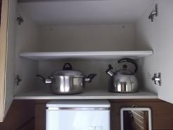 ヤカンと鍋 包丁も1本あります