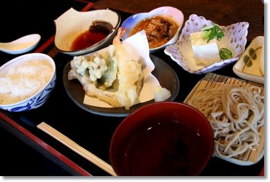 お昼ご飯は道の駅「小谷」 15.10.3 12:03