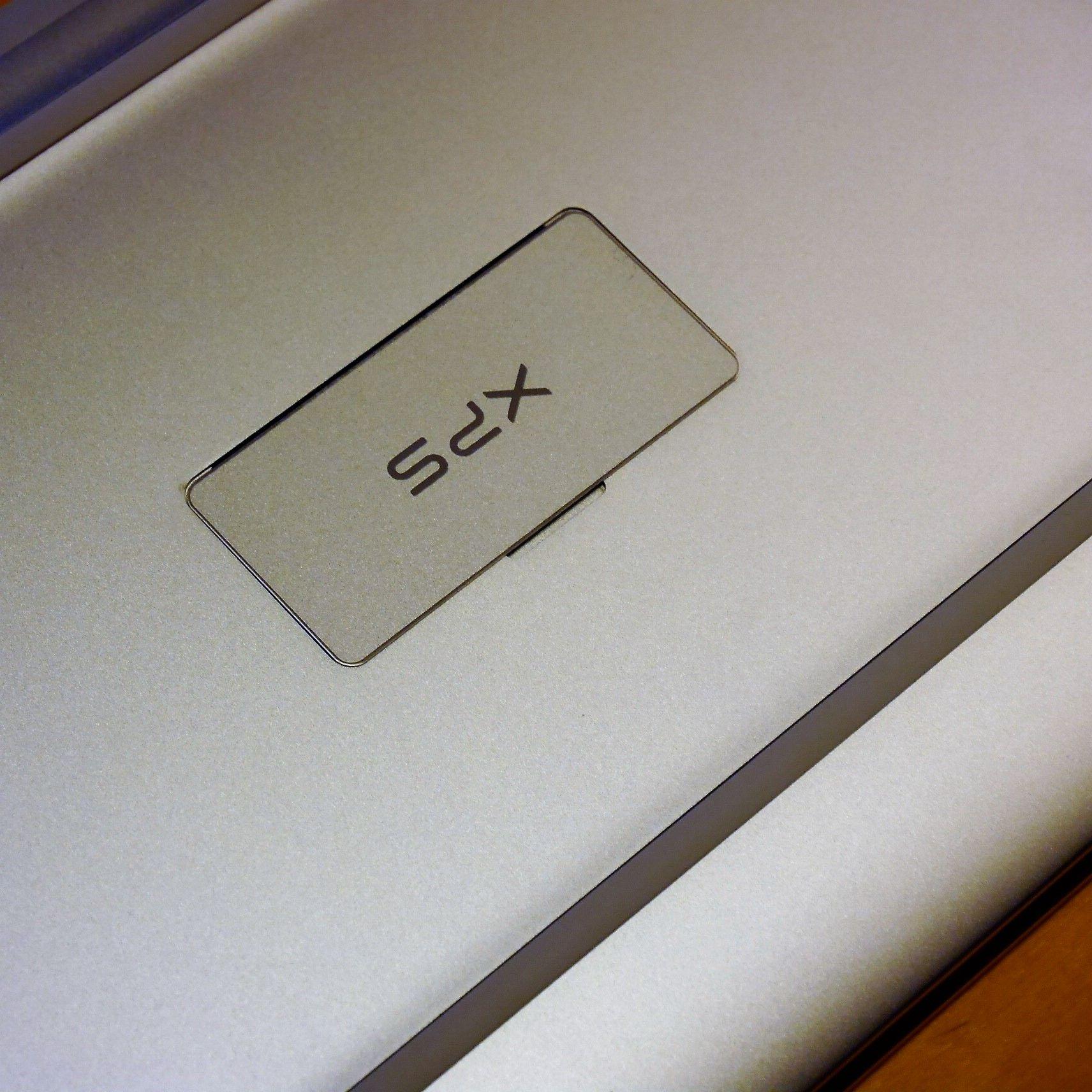 Dell_XPS_背面ロゴ