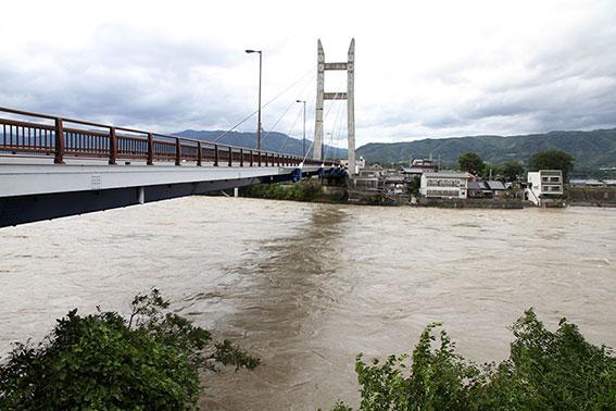 台風11号と吉野川-2♪