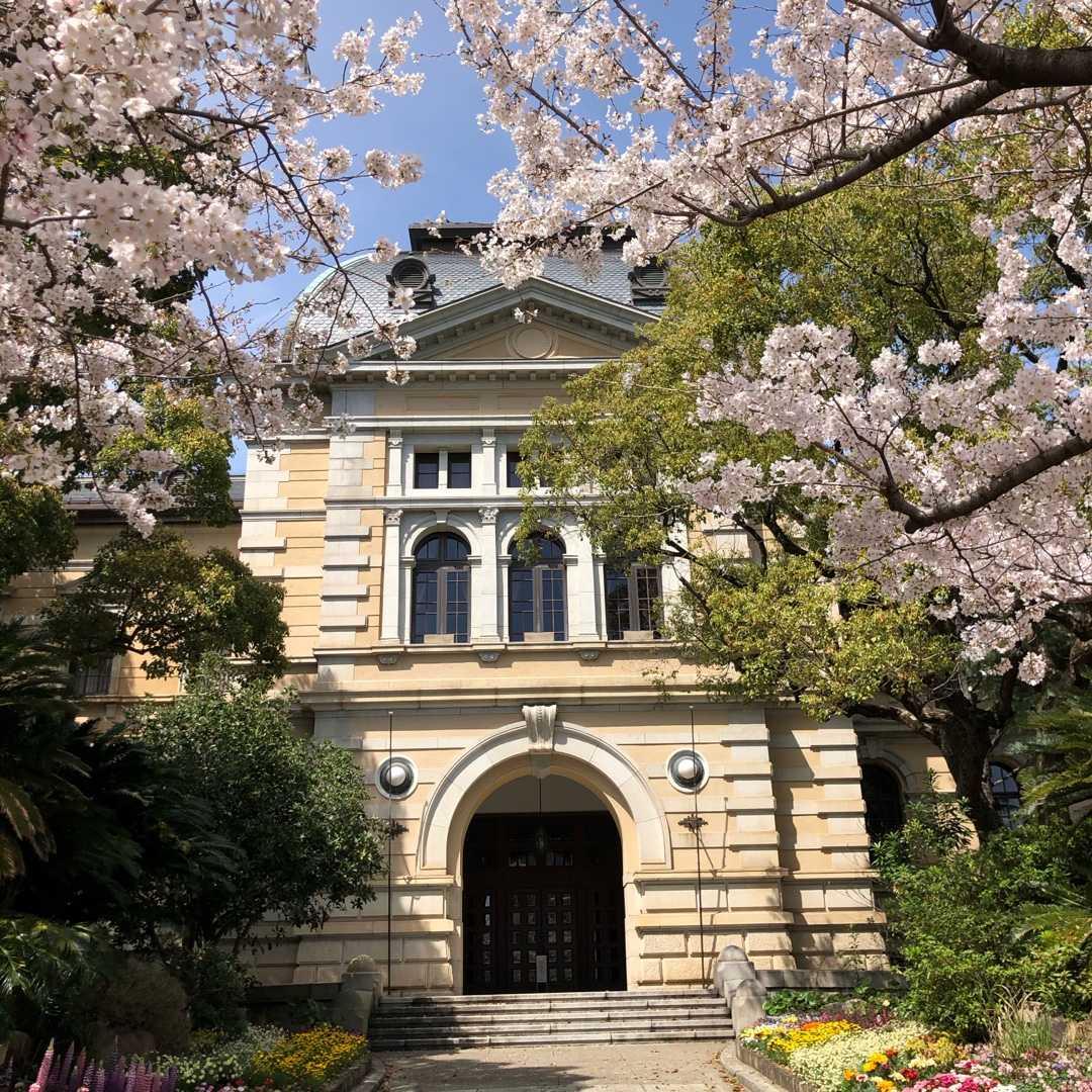 ネウストリア公国大使館(兵庫県公館)と桜