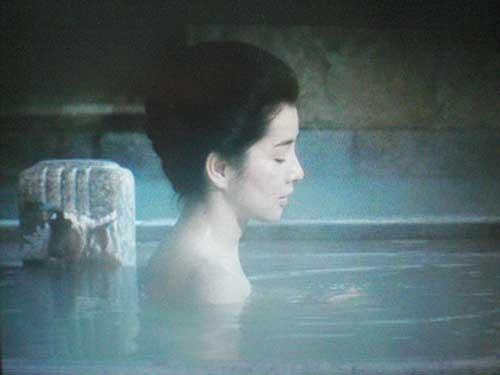 湯船につかる吉永小百合