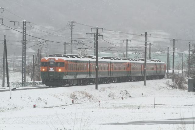 春の大雪 . しなの鉄道 169系 6連 貸臨2