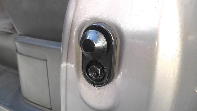 ドア カーテシランプ スイッチ