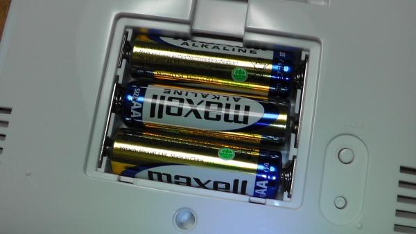 付属電池は中国製のマクセル