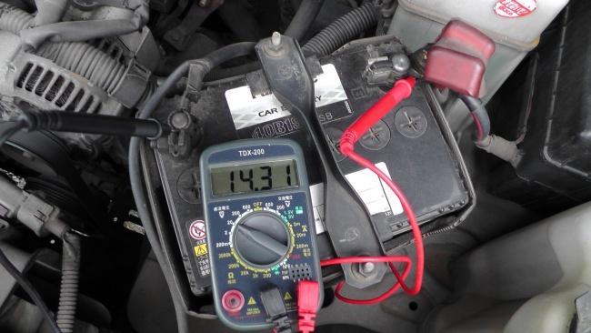 車のバッテリーを簡易チェック