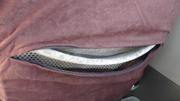 ファスナーを開けば、ポケットが使える