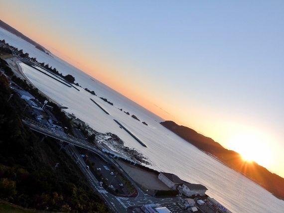 和歌山 串本ロイヤルホテル 楽天トラベルで予約した絶景と温泉のお宿 橋杭岩と朝日