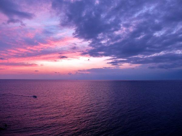 海 夕日 夕焼け 色 微粒子 きれい