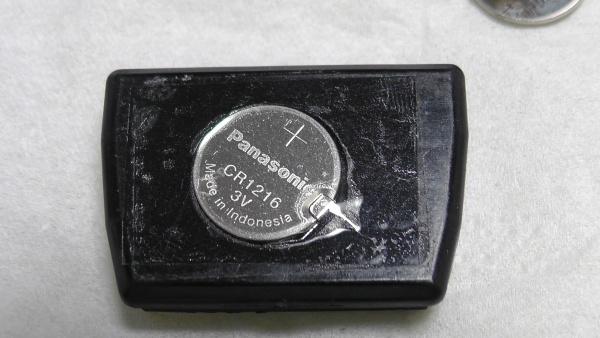 1996年製タウンエースノア用のワイヤレスドアロックリモコン(キーレスエントリー)の電池を交換