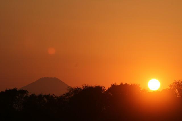 富士山を横目に 太陽に 突入する飛行機、SLは付録^^2