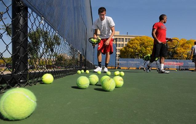 かがまなくてもテニスボールを拾う事が出来るマジックテープ『Tennis ...
