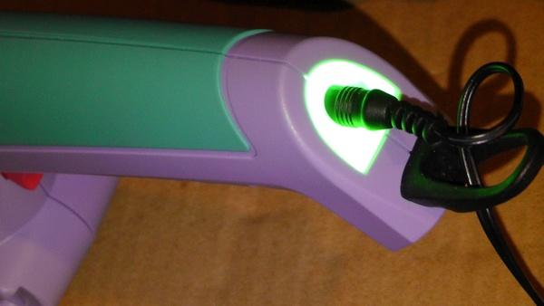 充電完了時は緑に光る 電動バリカン マルナカ エレテカ EHT3