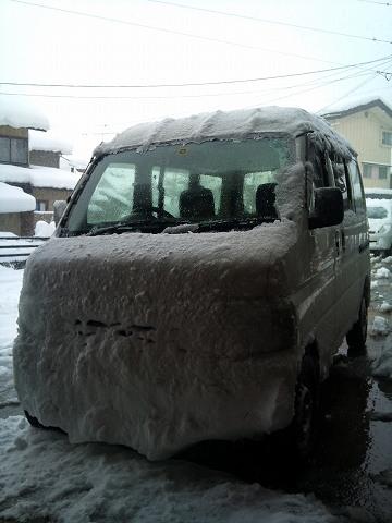 2012.02.02 今冬の雪の中・・・ 001.jpg