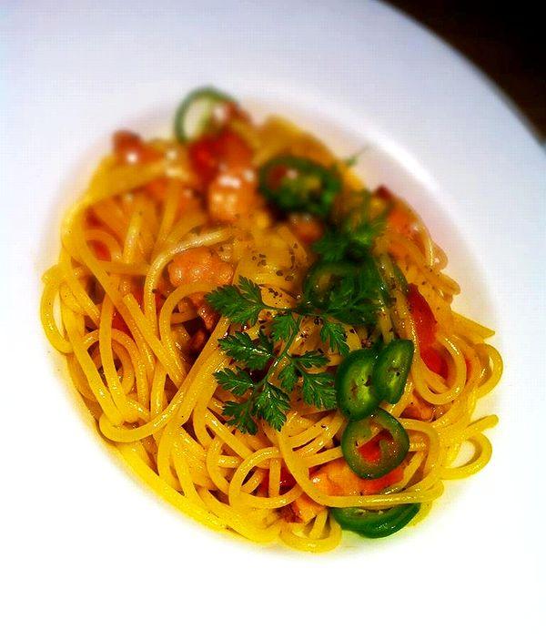 -食家 螢-トマトとハラペーニョのパスタ