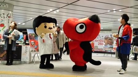 野口君と赤ベコ君.JPG