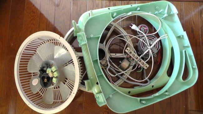 分解された扇風機