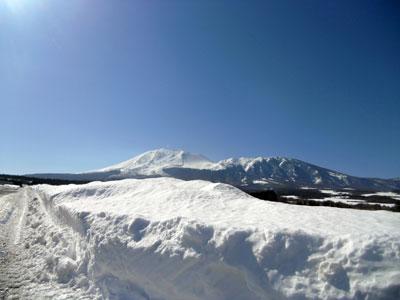 雪と青空と浅間山