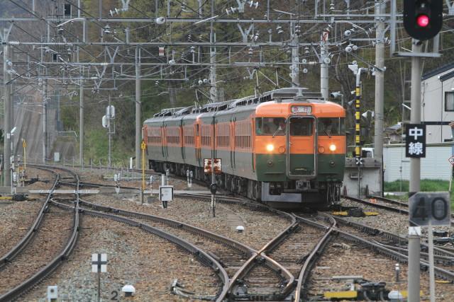 浅間山と 国鉄湘南急行色 6連2