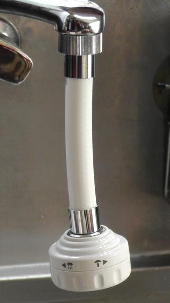 首振り節水キッチンシャワー[ホース付き]を取り付け