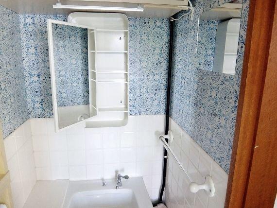 IKEA イケアの GUNNERN ミラーキャビネット 取り付けました DIY 洗面所 壁紙