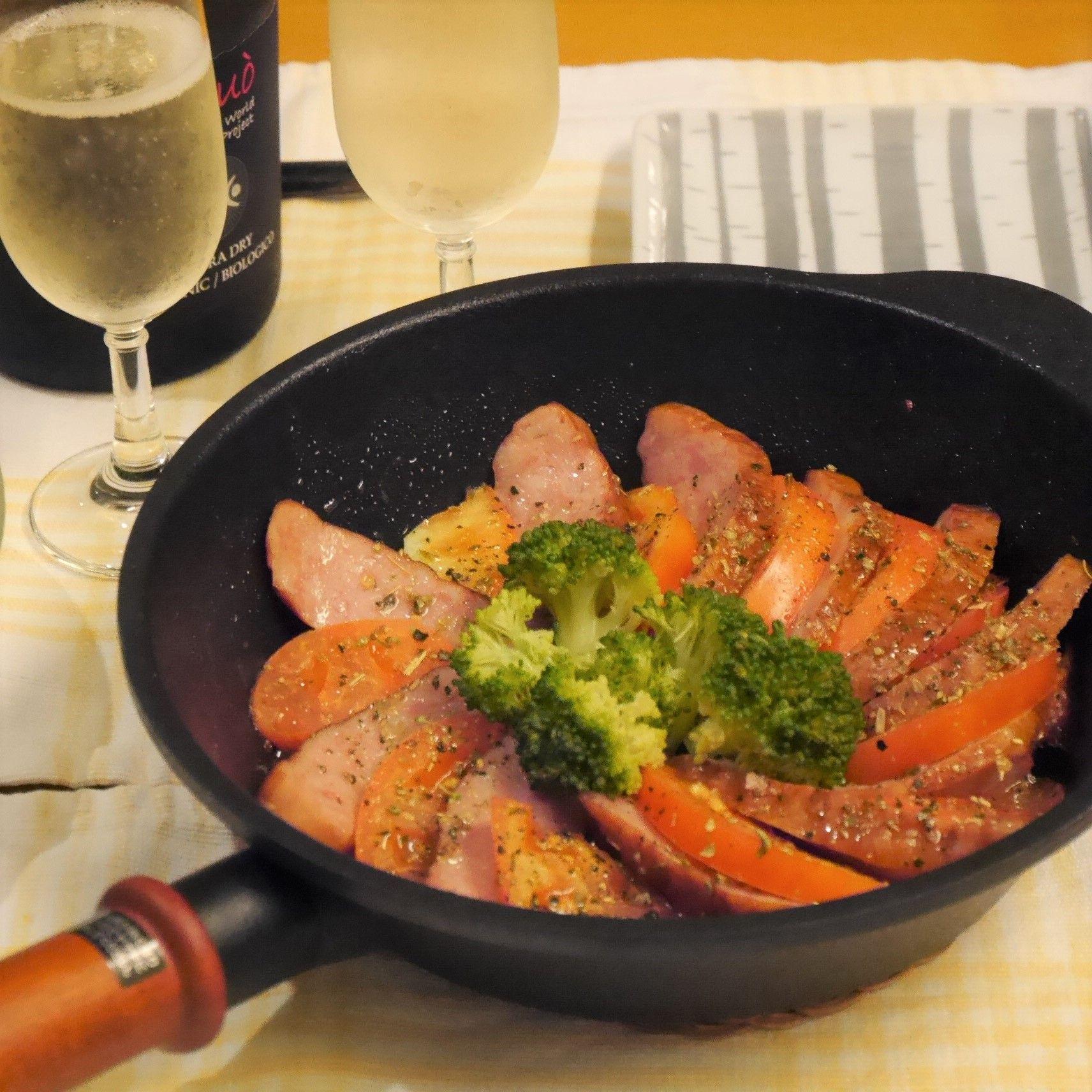 シャウエッセンのミートローフのハーブ焼き_食卓