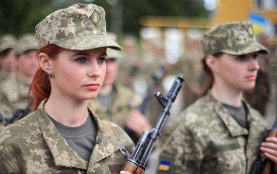ウクライナ女性兵士の下着がソー...