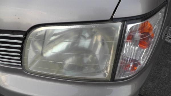 経年劣化で曇った樹脂ヘッドライト