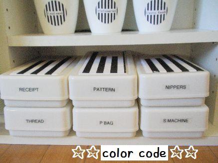 ダイソー粘土ケースをp-touchでラベリング | 小さな部屋の白黒 ...