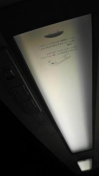吊戸棚埋込照明 点灯時
