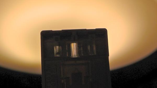 トリプルハンドル表面から光を当てると中央だけでなく上下も光る