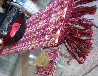 典型的なパレスチナ刺繍の色合わせ