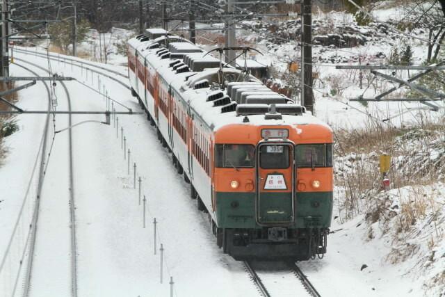 しなの鉄道 169系 国鉄湘南色 6連 最後の 雪の走行2