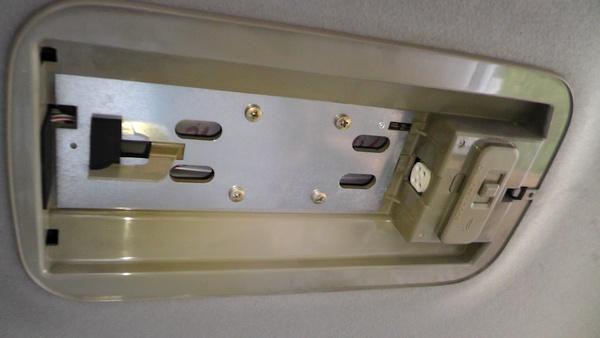 タウンエースノアのセンター室内灯 蛍光管なし